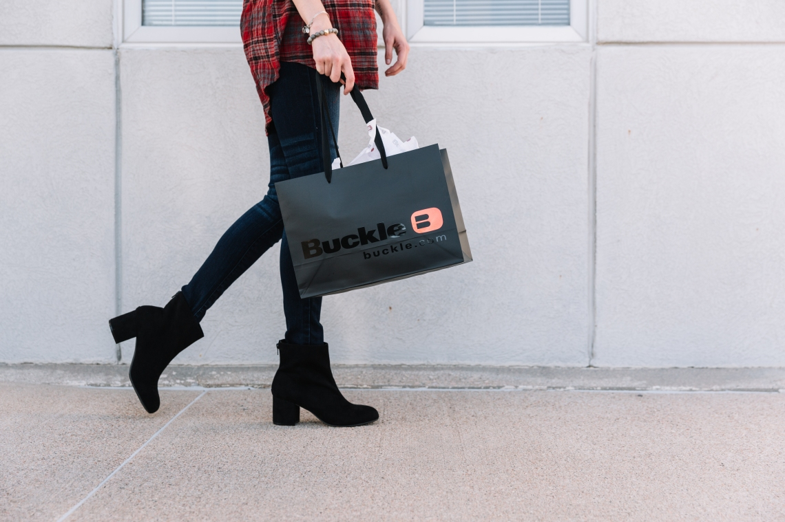 Get FREE SHIPPING on Buckle.com when you pick up your order in a Buckle Store.